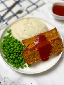 Chickpea meatloaf with mashed potatoes and peas